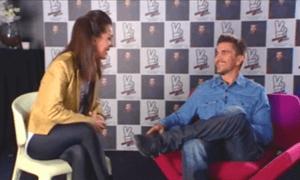 entrevista con Juanes1 300x180 - Trabajos